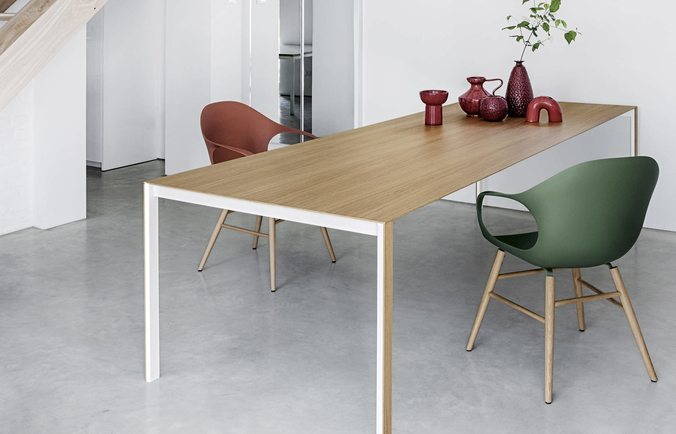 Contemporary extending wood table
